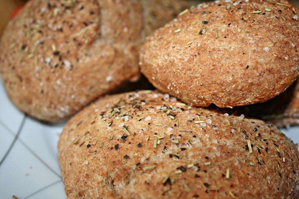 Focaccia mit selbstgemachten Falafel und Salsa