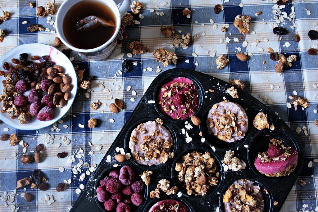 müsli - haferflocken - früchte - joghurt - nüsse