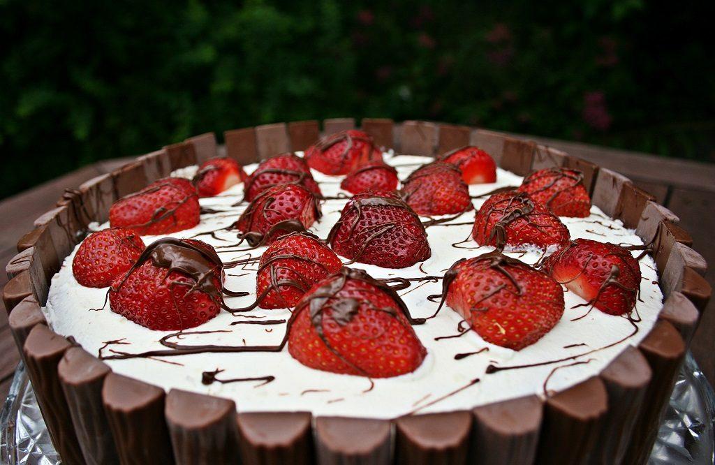 erdbeere - obst - sommer - schokolade