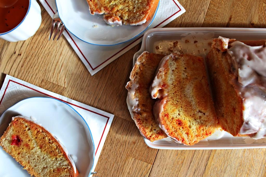 Rosa Zebrakuchen mit roter Beete